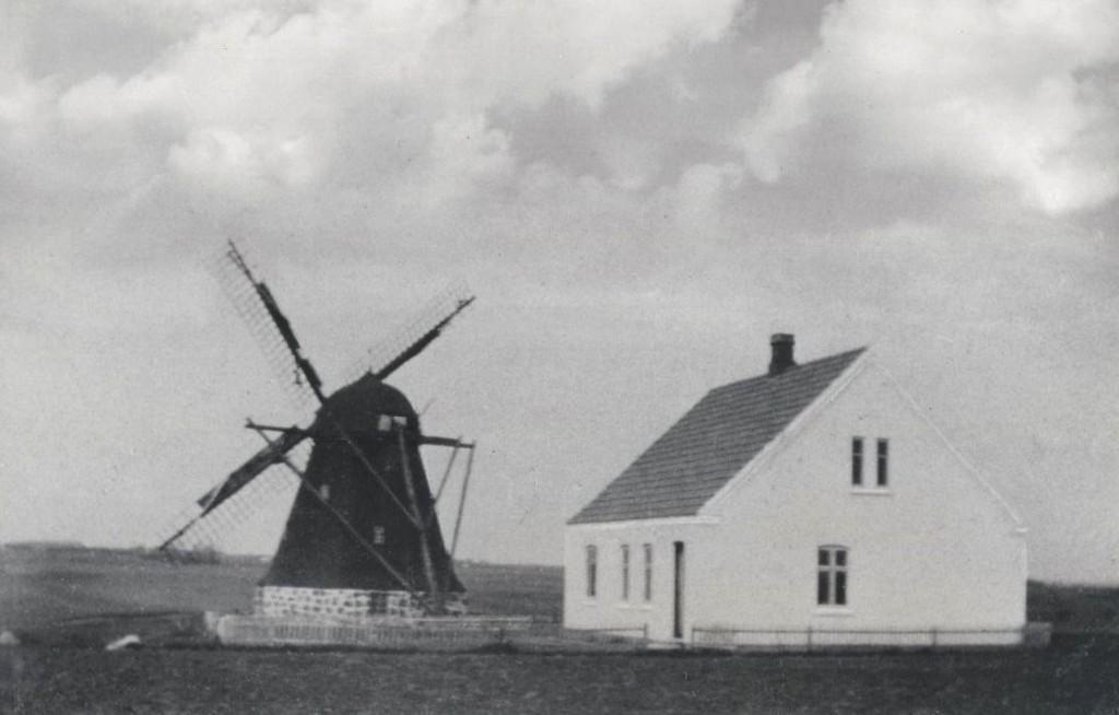 Denne mølle lå i den vestlige del af V.Ørum, nemlig ovenfor Ørumvej 6. Møllen brændte d. 31. maj 1928.